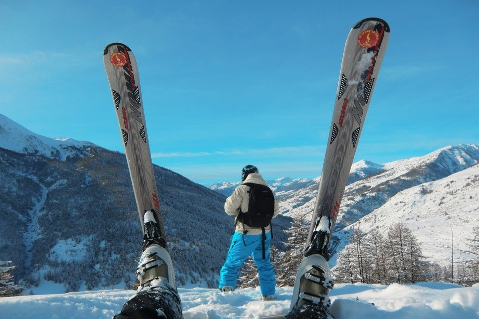 Skis in air